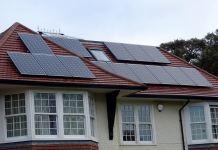 Б/в сонячні панелі на даху